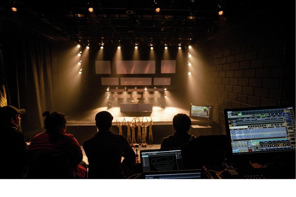 Spelen met licht in schaaltheater glr